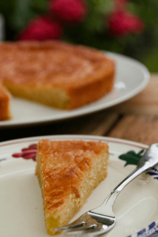 Boterkoek is smeuïg met een knapperig randje. Boterkoek is makkelijk zelf te maken. Bak vandaag nog zelf deze lekkere boterkoek. #recept #recepten