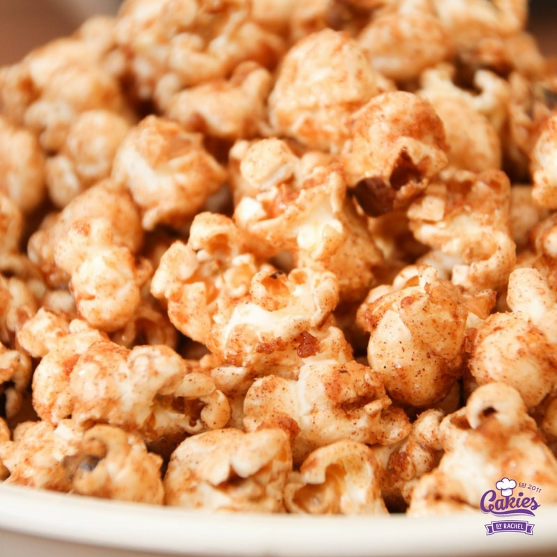 Addictive Cinnamon and Sugar Popcorn Recipe | This cinnamon and sugar popcorn is so good you will not be able to stop eating it. It's deliciously addictive! A simple and easy recipe. | https://www.cakieshq.com