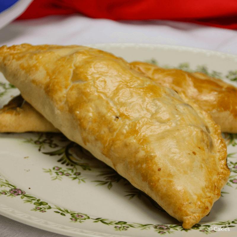 Cornish Pasty is een traditioneel Brits pasteitje en het nationale gerecht van Cornwall. Een pasteitje gevuld met rundvlees, aardappel, koolraap en ui.