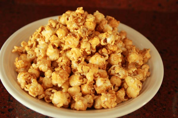 Sweet Honey Popcorn Recipe | This Sweet Honey Popcorn is easy to make and easy to keep eating! I love this honey popcorn recipe. Honey popcorn is tasty snack while watching movies. | https://www.cakieshq.com | Step 08