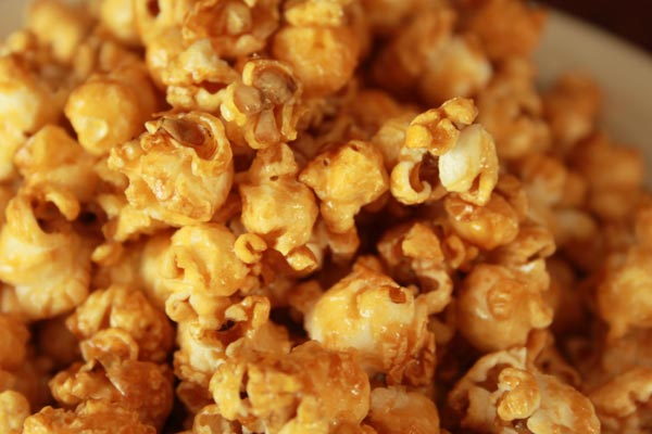 Sweet Honey Popcorn Recipe | This Sweet Honey Popcorn is easy to make and easy to keep eating! I love this honey popcorn recipe. Honey popcorn is tasty snack while watching movies. | https://www.cakieshq.com | Step 09