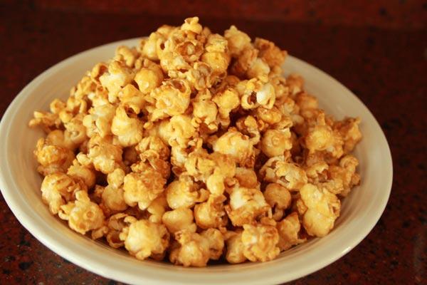 Zoete Honing Popcorn Recept | Deze Zoete Honing Popcorn is makkelijk om te maken en erg makkelijk om te blijven eten! Honing popcorn is een lekkere snack voor een avondje film kijken. | http://www.cakies.nl | Stap 08